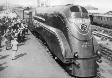 Joseph Stalin Locomotive, example of Streamline Moderne