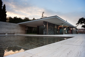 Mies van der Rohe: Barcelona Pavilion: Minimalist Architecture
